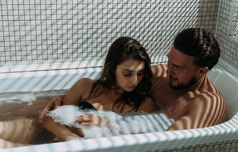 Фото обои вода, влюбленные, в ванной, в ванне, пара влюбленных, пара в ванне