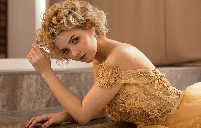 Фото обои взгляд, девушка, лицо, поза, портрет, руки, платье, плечи, кудри, Victoria Sokolova, Damp Zergut