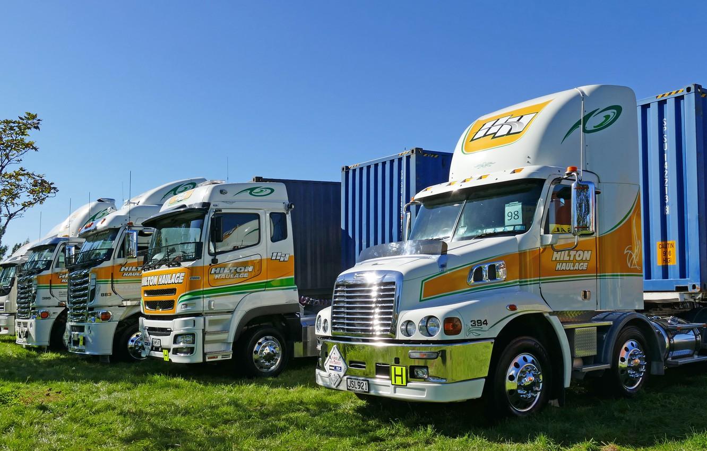 Фото обои небо, грузовики, раскрас