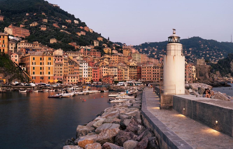 Фото обои горы, камни, маяк, здания, дома, бухта, яхты, лодки, порт, Италия, панорама, катера, Лигурийское море, валуны, …