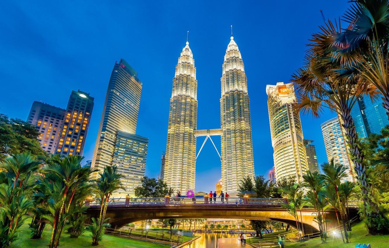 Фото обои мост, пальмы, люди, утро, башни, Малайзия, Куала-Лумпур