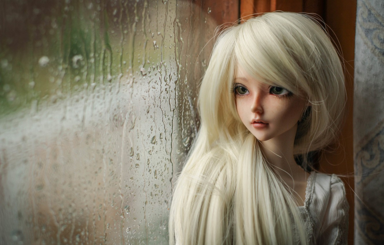 Фото обои дождь, кукла, окно, блондинка