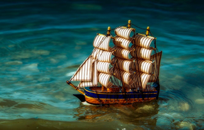 Фото обои вода, парусник, кораблик, игрушечный