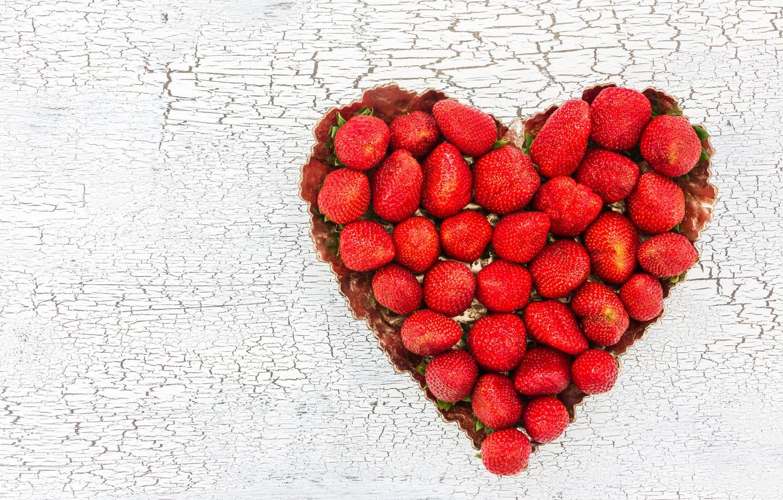 Фото обои любовь, ягоды, сердце, клубника, red, love, fresh, romantic, hearts, strawberry, valentine, berries