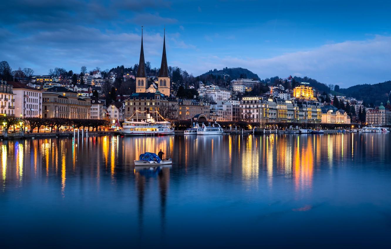 Фото обои озеро, лодка, здания, Швейцария, церковь, Switzerland, дама, Люцерн, Lucerne, Lake Lucerne, Люцернское озеро, теплоходы, Фирвальдштетское …