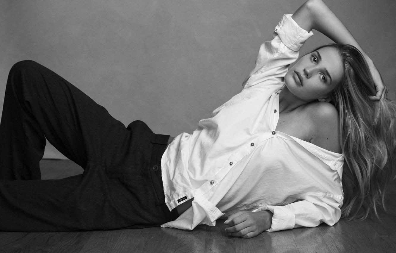 Фото обои black & white, model, hair, blonde, bare shoulder, Noel Berry