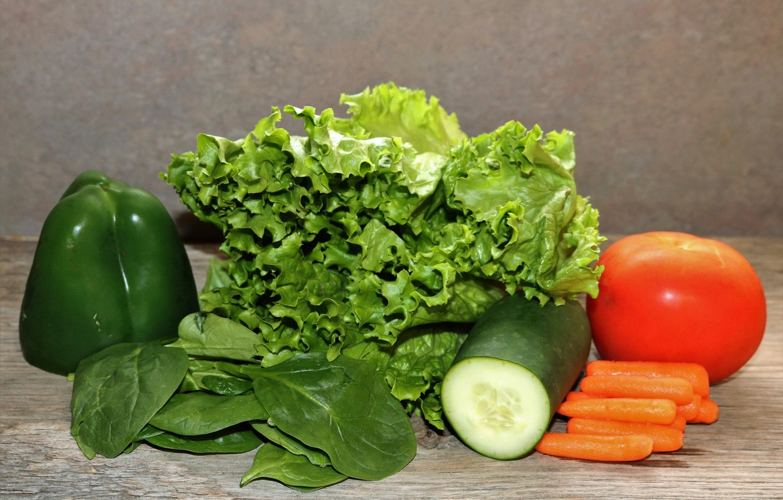 Фото обои зелень, еда, огурец, овощи, помидор, морковь, салат