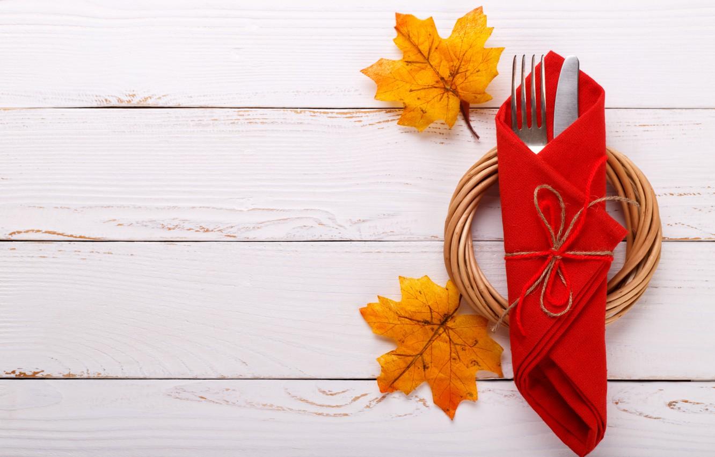 Фото обои осень, листья, фон, доски, нож, вилка, клен, wood, background, autumn, leaves, сервировка, maple