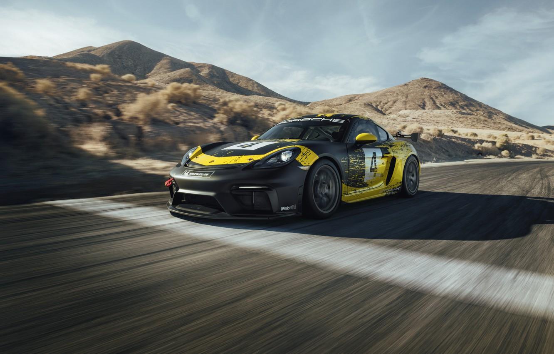 Фото обои горы, купе, трасса, Porsche, Cayman, 718, 2019, чёрно-жёлтый, GT4 Clubsport
