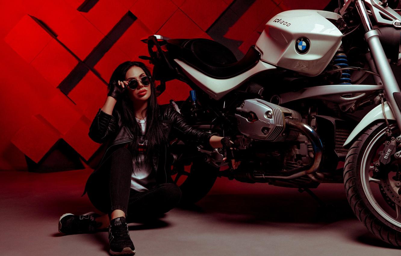 Фото обои девушка, макияж, брюнетка, очки, мотоцикл, кожанка, Олег Лапинин