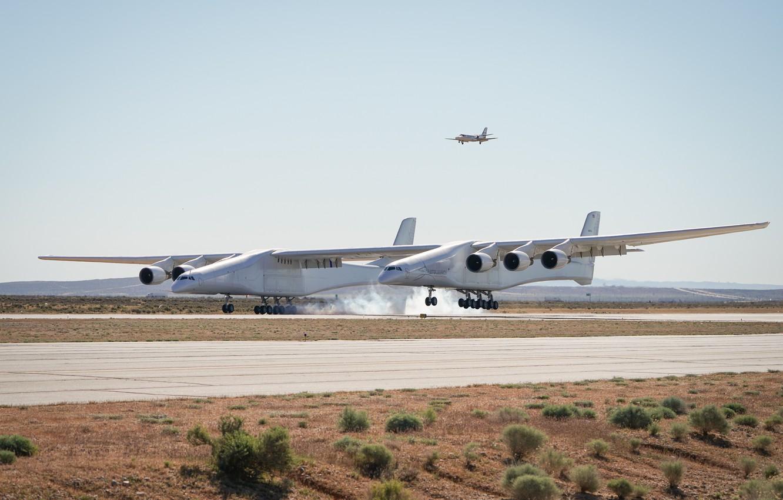 Фото обои Дым, Посадка, ВПП, Stratolaunch, Stratolaunch Model 351, Stratolaunch Systems, Самолёт-носитель