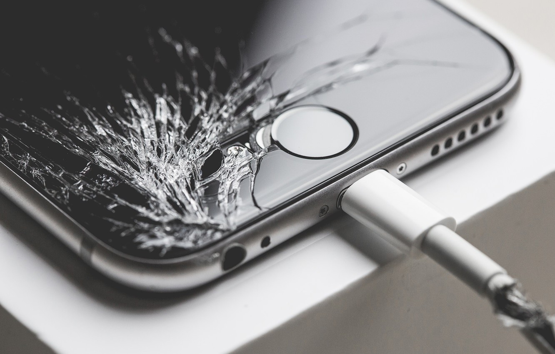 Фото обои iphone, зарядка, экран, разбил