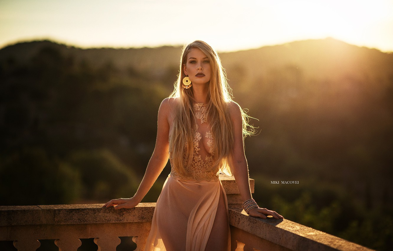 Фото обои girl, twilight, dress, legs, photo, sunset, photographer, blue eyes, model, bokeh, lips, blonde, portrait, smoky …