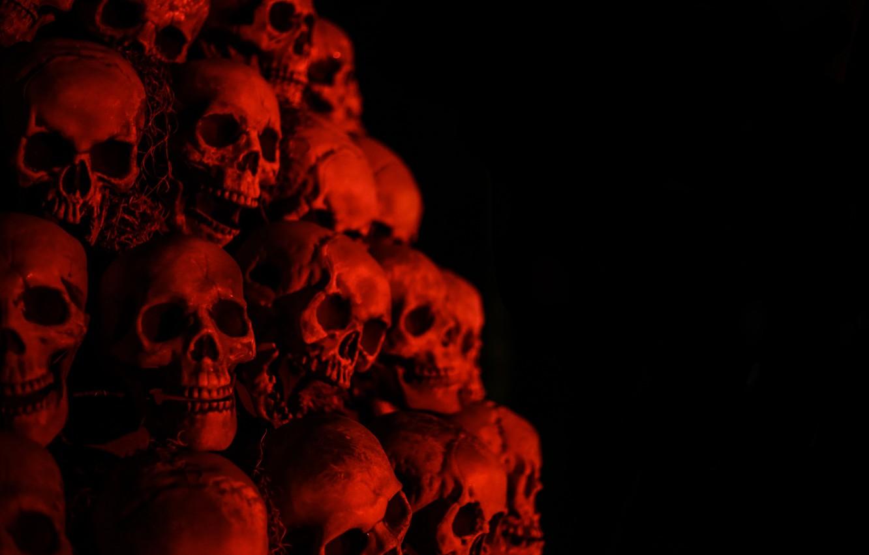 Фото обои фон, чёрный, красные, черепа