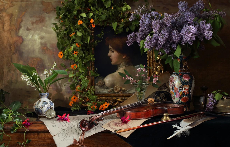 Фото обои цветы, стиль, ноты, перо, скрипка, картина, ваза, натюрморт, ландыши, сирень, фуксия, Андрей Морозов