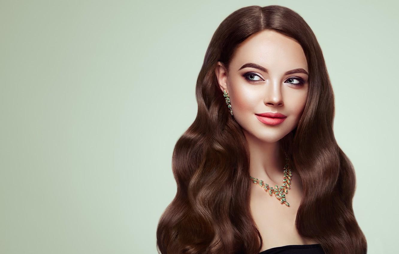 Красивые фотографии девушки с вьющимися волосами шатенка, черный трансвестит выебал лысого парня