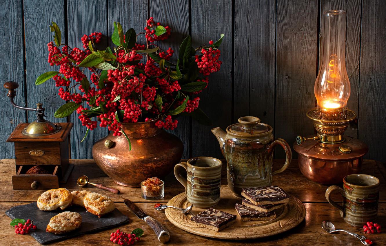 Фото обои стиль, ягоды, лампа, печенье, кружки, натюрморт, выпечка, кофемолка, кофейник, пираканта
