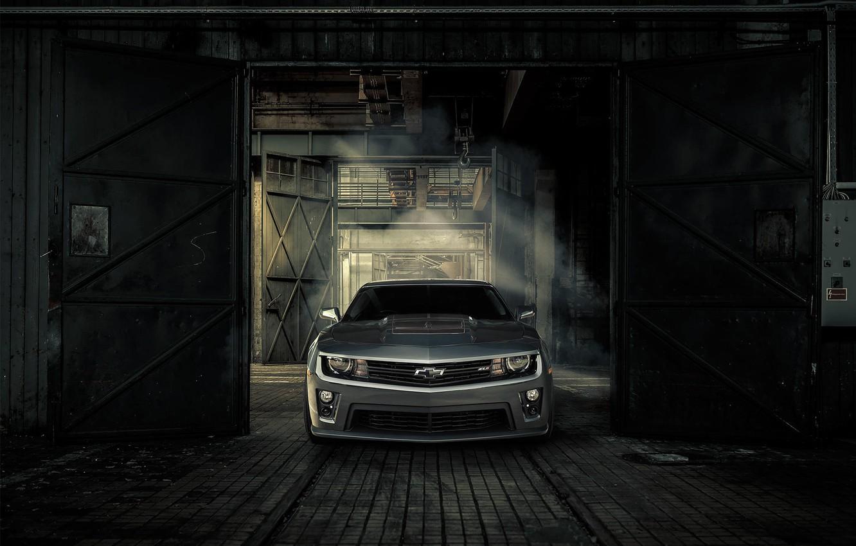 Фото обои Chevrolet, Машина, Ворота, Camaro, Фары, ZL1, Значок, Решетка Радиатора