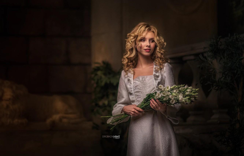 Фото обои девушка, цветы, волосы, платье, блондинка, плечи, Alisa, Алиса Тарасенко, Alexander Drobkov-Light