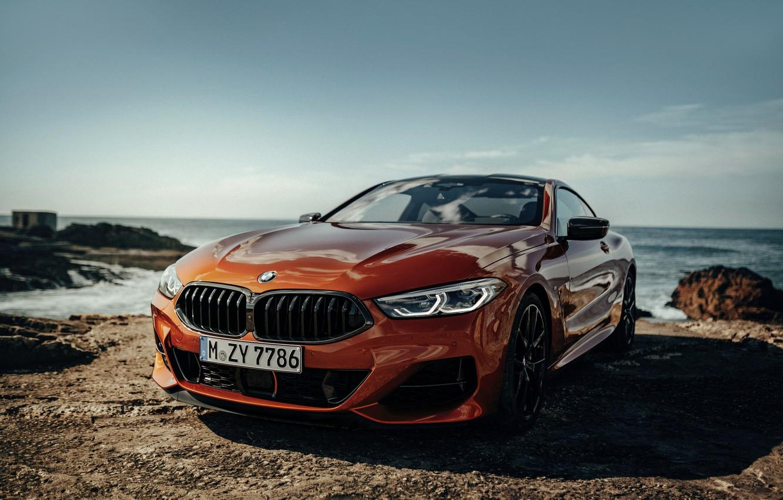 Фото обои скалы, берег, купе, BMW, Coupe, 2018, 8-Series, тёмно-оранжевый, M850i xDrive, 8er, G15