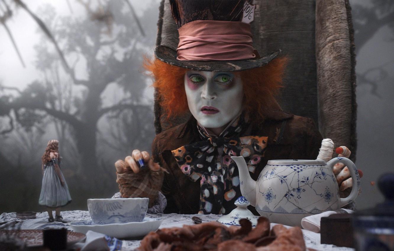 Фото обои Johnny Depp, чаепитие, Alice in Wonderland, Mad Hatter, Джони Депп, безумный шляпник, туман в лесу, …