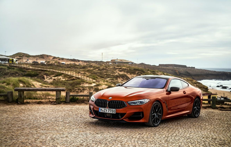 Фото обои купе, BMW, Coupe, площадка, 2018, 8-Series, тёмно-оранжевый, M850i xDrive, 8er, G15