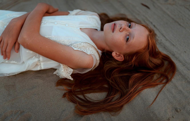 Фото обои песок, девочка, веснушки, Ульяна Найденкова