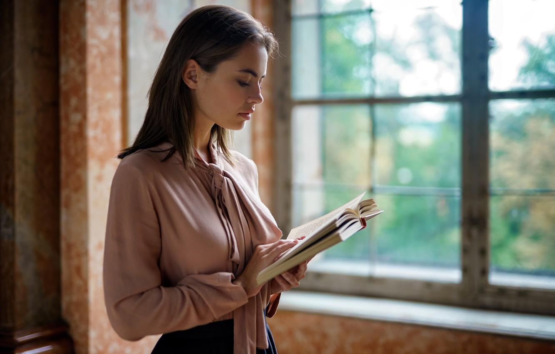 Фото обои взгляд, девушка, окно, книга, EIKONAS, Lidia Savoderova