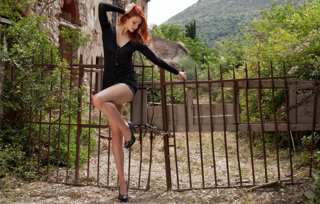 Фото обои forest, cleavage, trees, bushes, fence, redhead, ruins, erotic, broken, outside, sexy woman, looking, hillside, attractive, …
