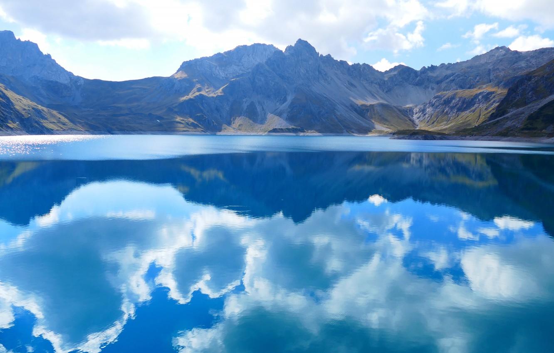 Фото обои небо, облака, горы, отражение, водоем, голубые тона
