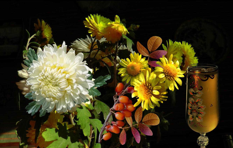 Фото обои ягоды, Букет, хризантемы