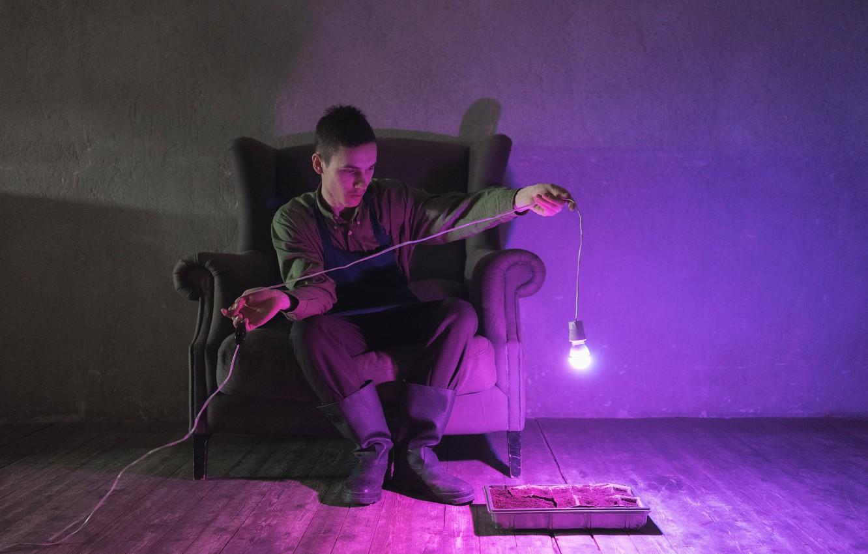Фото обои лампочка, диван, Антоха MC, Антон Александрович Кузнецов