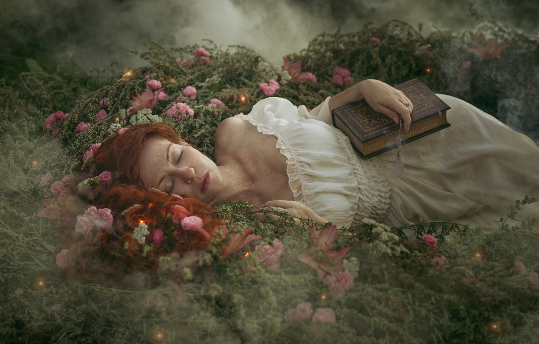 Фото обои девушка, цветы, природа, туман, сон, платье, веснушки, книга, рыжая, плечо, Алёна Жаак