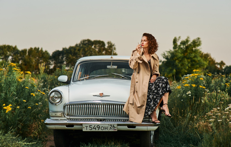 Фото обои машина, авто, девушка, природа, поза, сигарета, плащ, Волга, Рустам Рахимов, Яна Рахимова