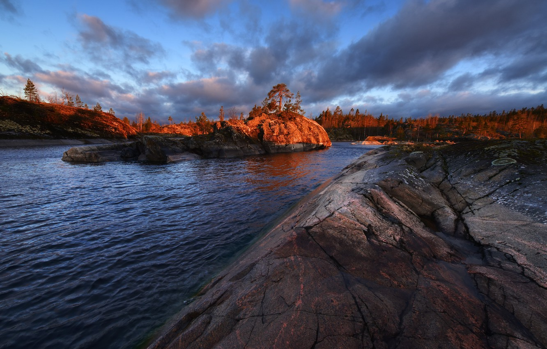 Фото обои небо, облака, деревья, закат, камни, Ладожское озеро, Ладога, Максим Евдокимов, Шхеры