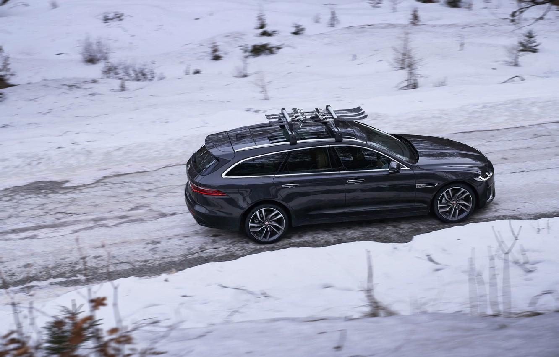 Фото обои зима, дорога, снег, Jaguar, вид сбоку, универсал, Jaguar XF, 2020, XF, XF Sportbrake