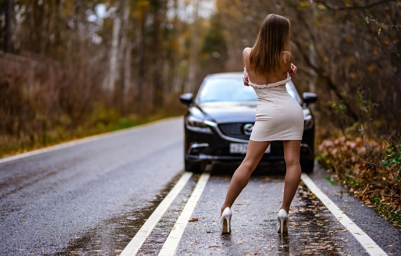 Фото обои дорога, осень, лес, листья, деревья, природа, поза, чёрный, модель, фигура, платье, прическа, туфли, шатенка, ножки, …