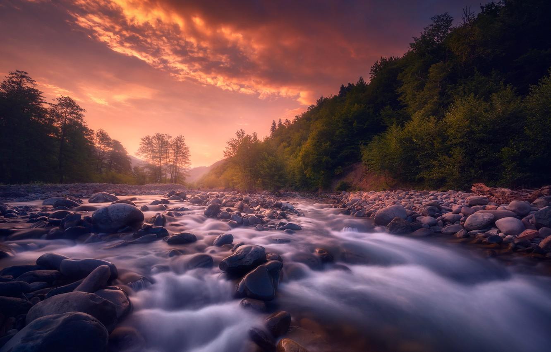 Фото обои небо, река, камни, рассвет, течение, холм