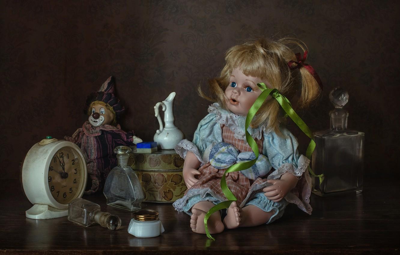 Фото обои пузырьки, стиль, игрушки, часы, кукла, клоун, будильник, флаконы