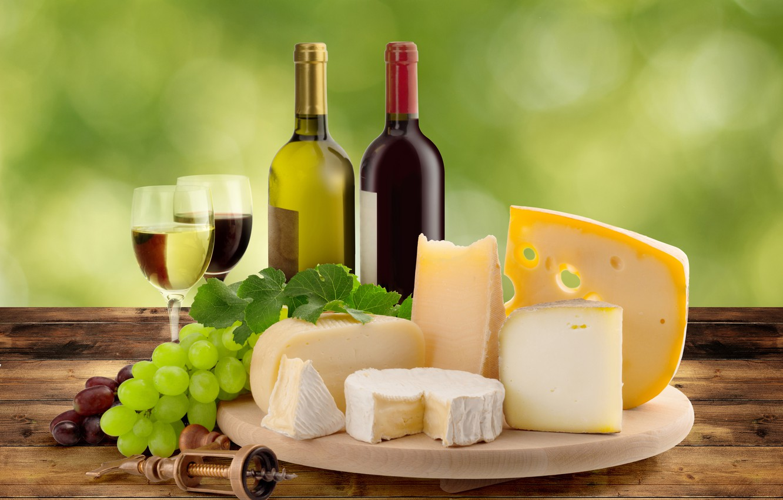 Фото обои вино, сыр, виноград, бутылки