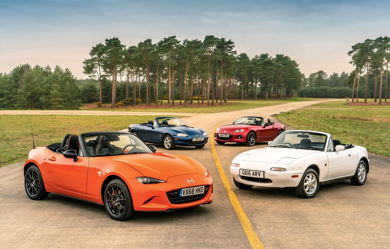 Фото обои Mazda, MX-5, на дороге, родстеры, четыре поколения (NA-NB-NC-ND)