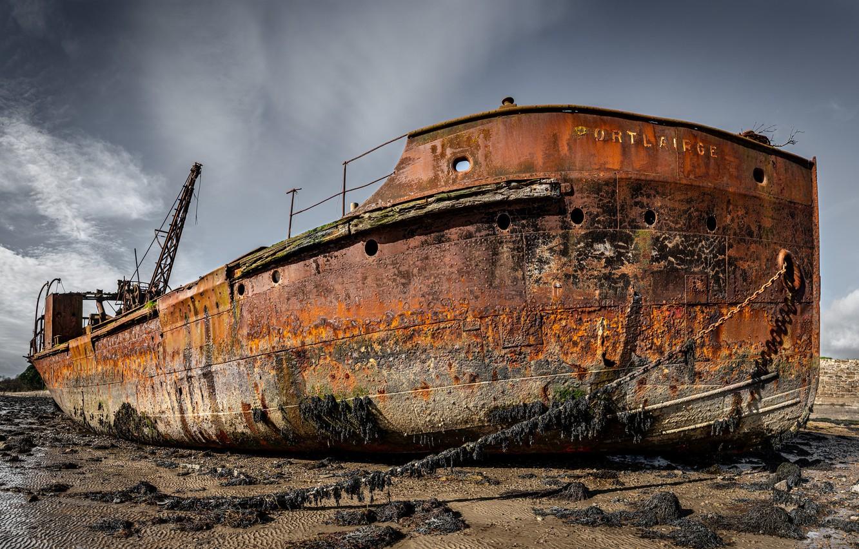 Фото обои остов, цепи, ржа, старый корабль