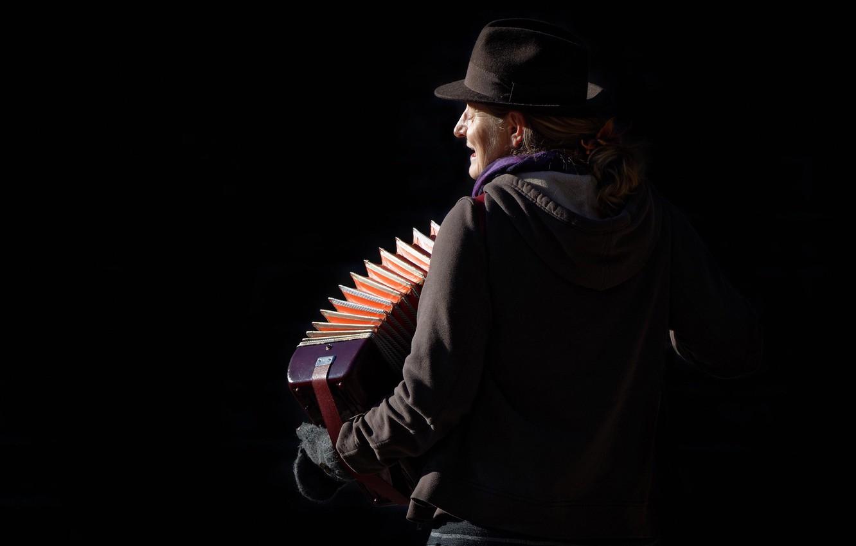 Фото обои street musician, city life, Songs of Hope
