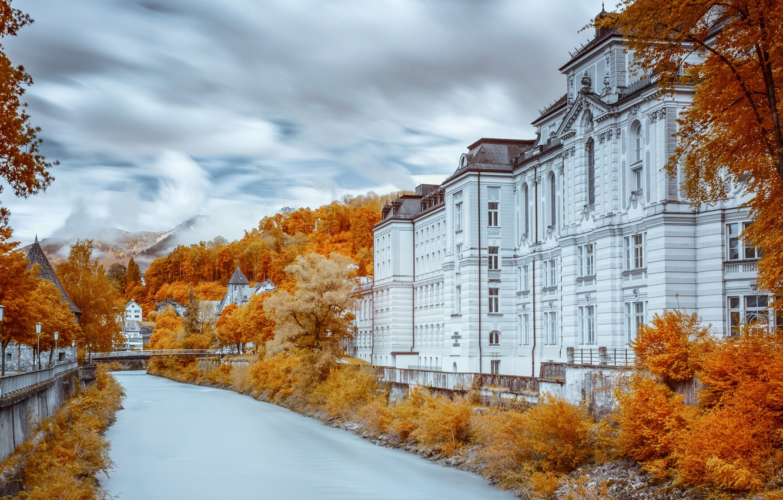 Фото обои осень, небо, облака, деревья, пейзаж, горы, мост, город, река, улица, листва, здания, дома, обработка, Европа, …
