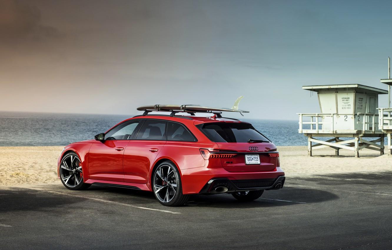 Фото обои песок, пляж, красный, Audi, стоянка, универсал, RS 6, 2020, 2019, V8 Twin-Turbo, RS6 Avant