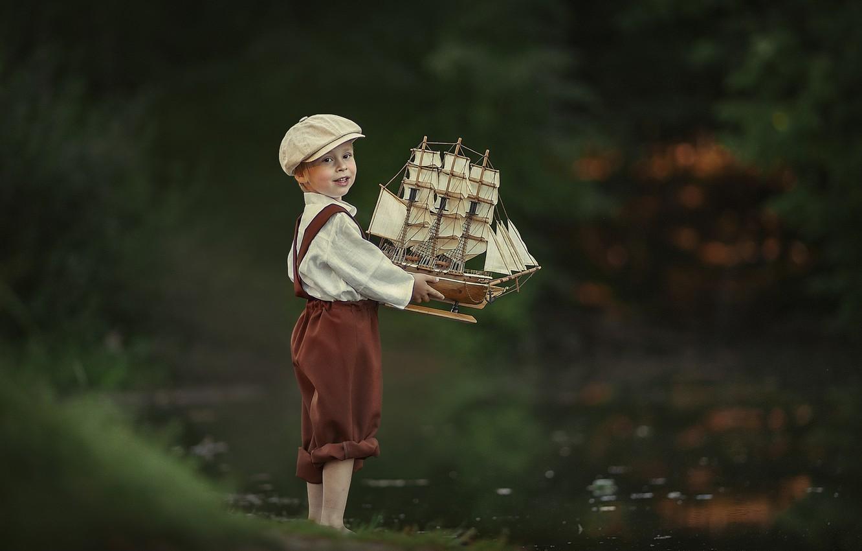 Фото обои лето, вода, игрушка, мальчик, кораблик, ребёнок, Лысенкова Ксения