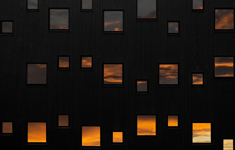 Фото обои небо, отражение, стена, окна, windows, wall, sky, reflection