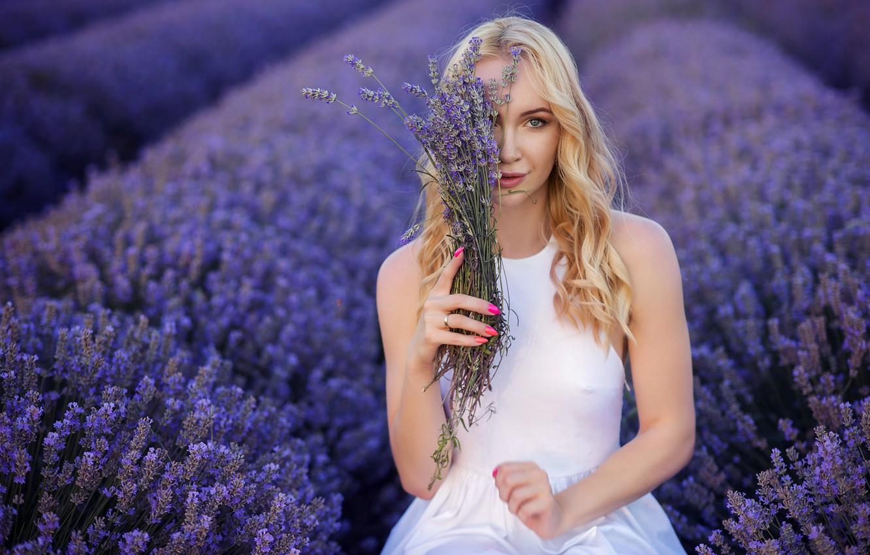 Фото обои поле, взгляд, настроение, руки, блондинка, лаванда, Иван Георгиев
