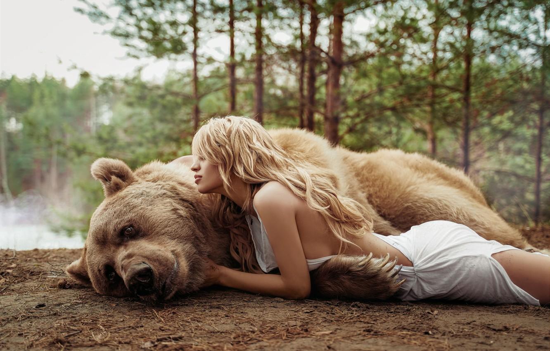 Фото обои девушка, медведь, Маша Глущук, Ира Морозова