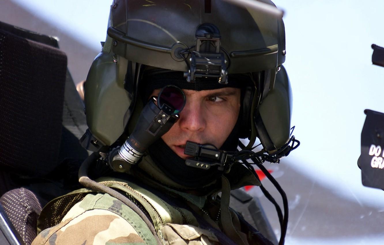 Фото обои вертолет, шлем, кабина, пилот, Apache, AH-64, монокль